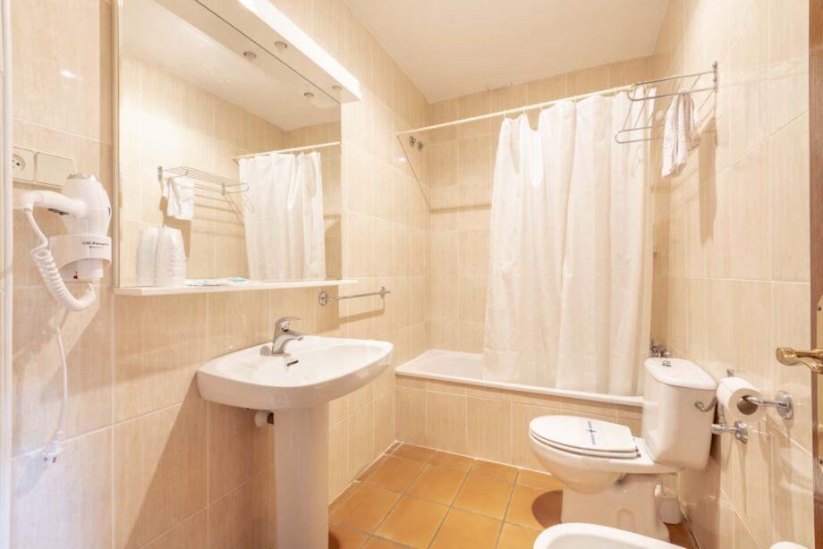 partamento-202-1-habitacion-triple-1-habitacion-doble-5-pax-1-cama-supletoria_08